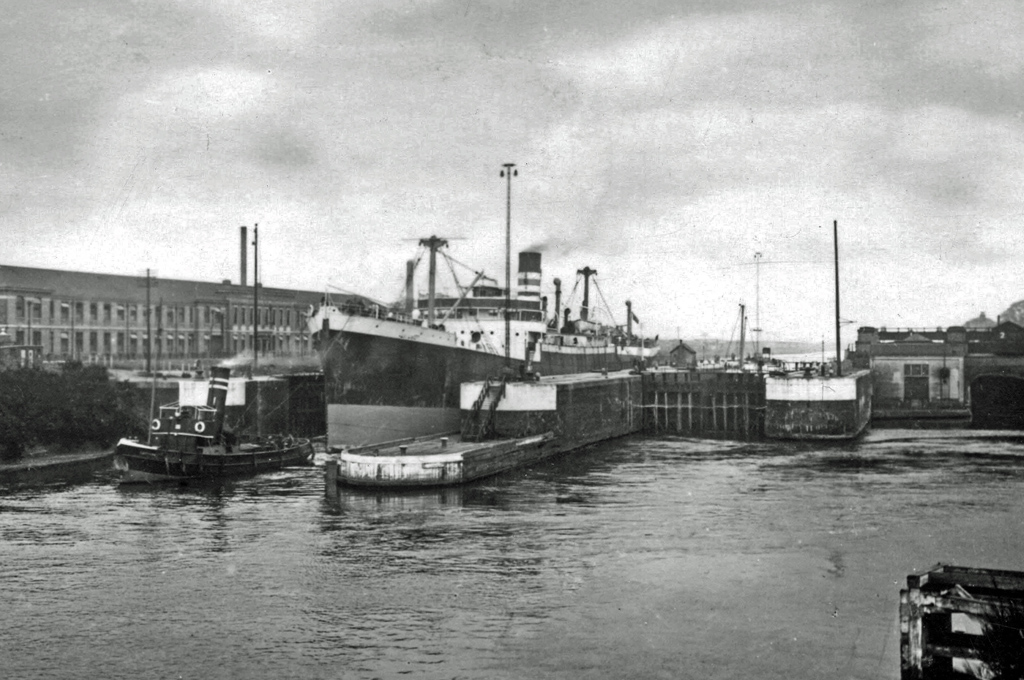 RuthAS CC by 3.0 01Jan1950 MSC Latchford Locks 1950 edited 2
