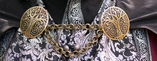 Outer cloak held by two broaches and chain etsy auction USA Screenshot 2018 10 11 23 47 55