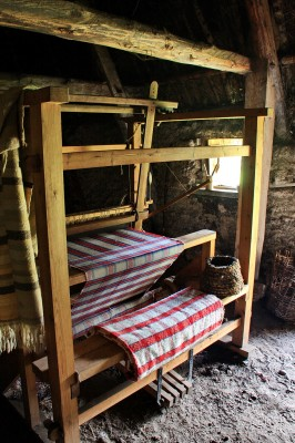 normal_Weaving_Loom2C_Highland_Folk_Museum.jpg